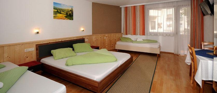 austria_mayrhofen_hotel-kirchenwirt_family-bedroom.jpg